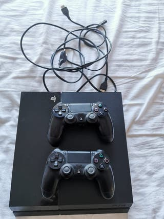 PlayStation 4 1TB + 2 mandos nueva