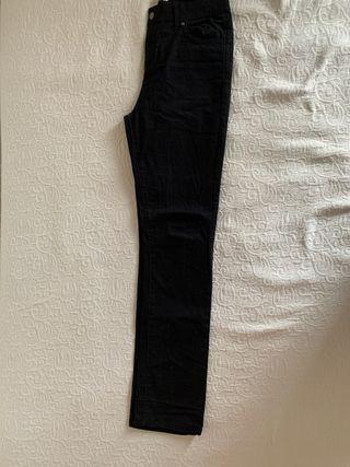 Pantalón negro aterciopelado