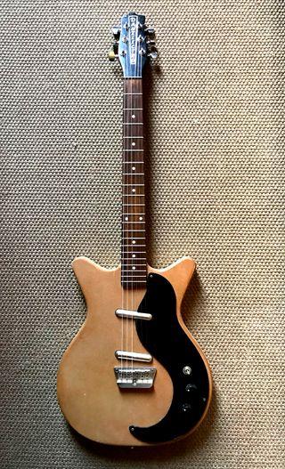 Guitarra Danelectro 59 de los 2000s