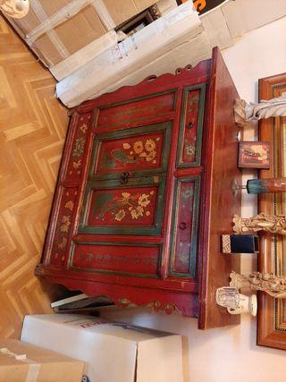 mueble oriental rojo