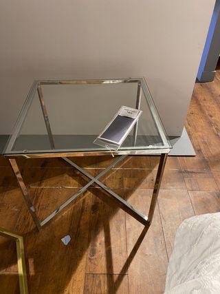 Dos mesitas de metal y cristal 50x50cm