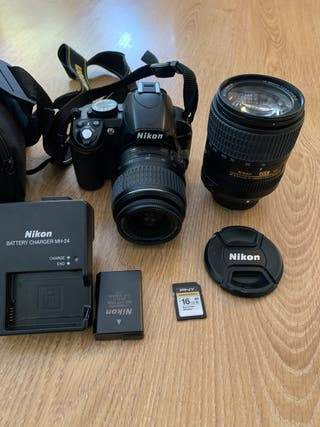 NIKON D3100, 2 objetivos VR y accesorios