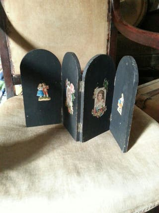 Miniature screen with original Victorian scraps