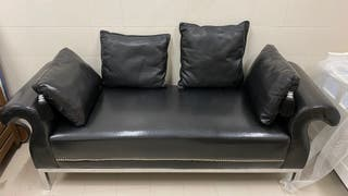 Sofà de piel negro