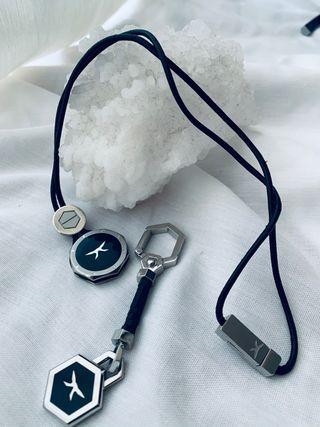 Set regalo: Collar y llavero marca Carrera acero