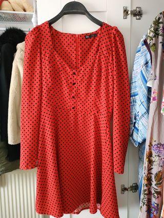 vestido rojo con lunares negros Zara