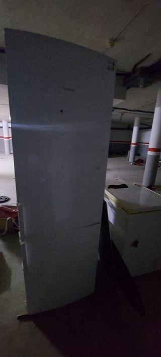 Nevera Siemens con congelador 60€