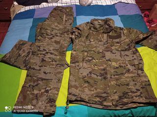ropa militar, traje de intemperie pixelado boscoso