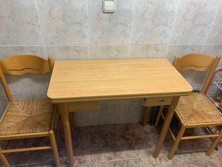 Mesa de cocina extensible con dos sillas