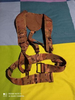 ropa militar, trincha pixelada boscosa