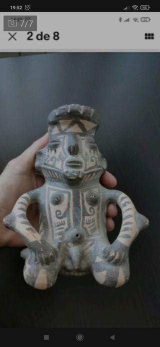 Figura Precolombina. Souvenir de Colombia.