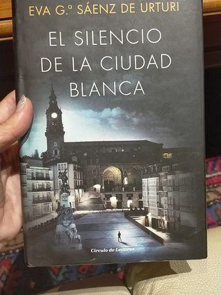 """Novela """"El silencio de la ciudad blanca"""""""
