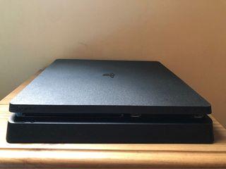 Playstation 4 + Mando edición especial + 20 juegos