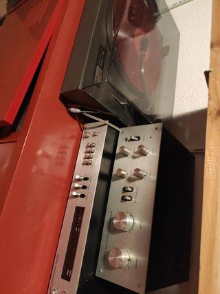 Conjunto amplificador tocadiscos y radio