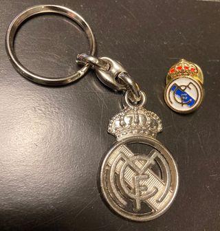 Llavero y pin del Real Madrid