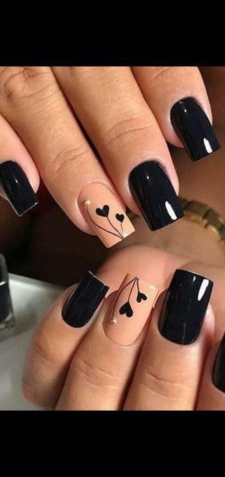 Manicura y pedicura , esmaltado de uñas.