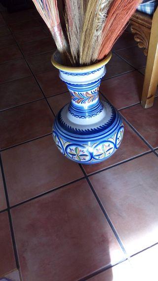 dos jarrones de ceramica