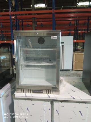 armario refrigeración sobre mesa