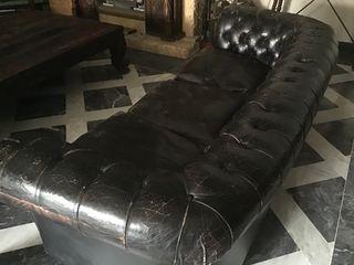 Sofá Chester de piel negro, 3 plazas.