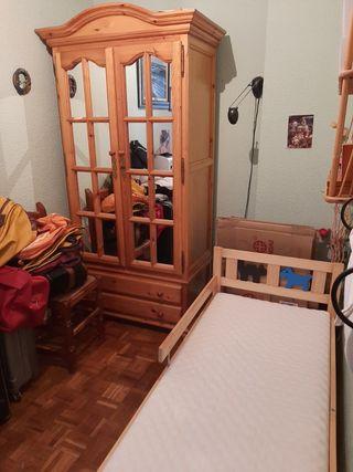 Armario de pino provenzal,y cama infantil