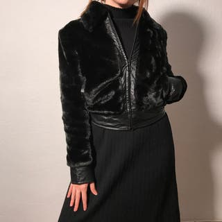 Abrigo negro peludo