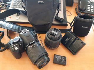 Réflex Nikon D3100 con accesorios