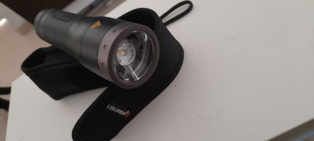 linterna led