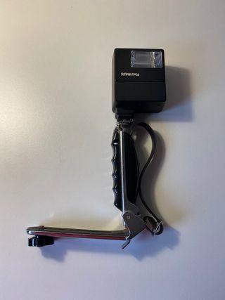 Flash SunPak GX 14 y adaptador con empuñadura.