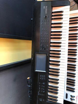 Korg Krome Piano Synthesizer Workstation 61