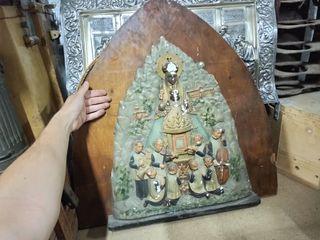 antiguo relieve de virgen de montserrat