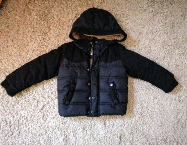 abrigo plumas negro zara niño Talla 2-3 años