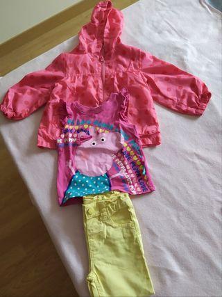chaqueta fina, pantalón vaquero y camiseta niña