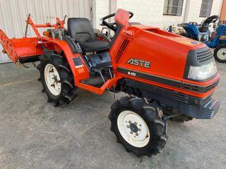 Tractor de 16 caballos marca Kubota Aste A155