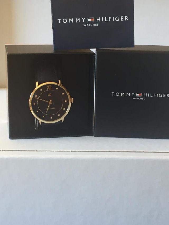 Reloj Tommy Hilfiger señora caja dorada correa y e