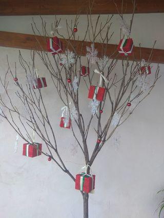 árboles artesanales genuinos con adornos
