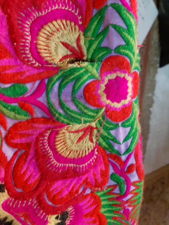 Bolso bordado de colores