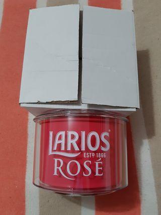 Cubitera a estrenar de marca Larios Rosé por 10€