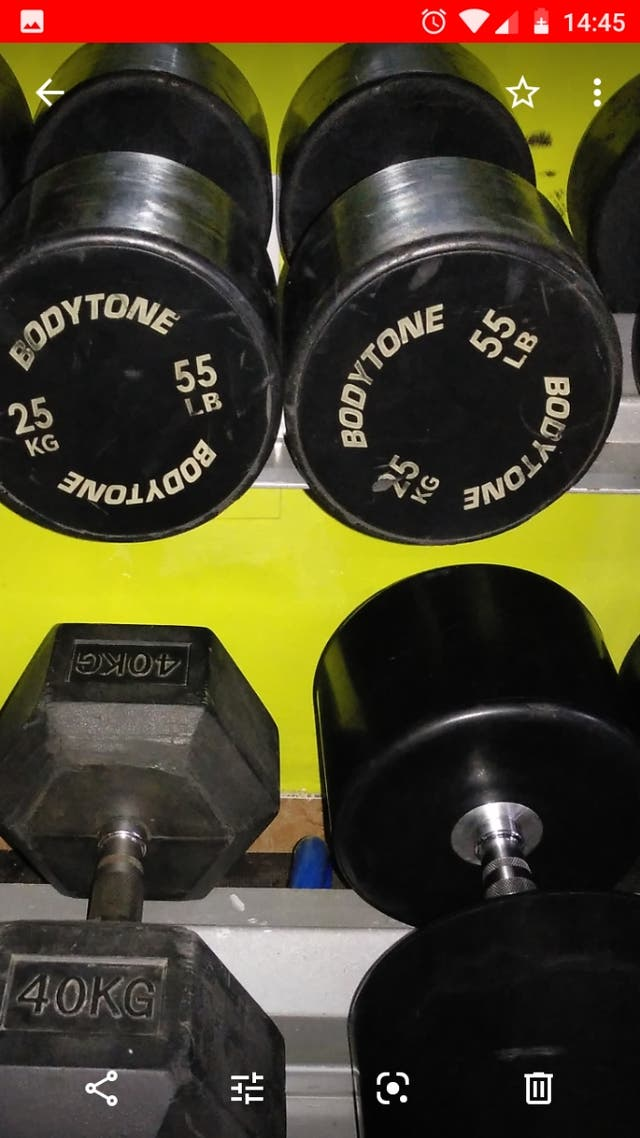 2 - Mancuernas profesional uretano de 25kg. Cada 1