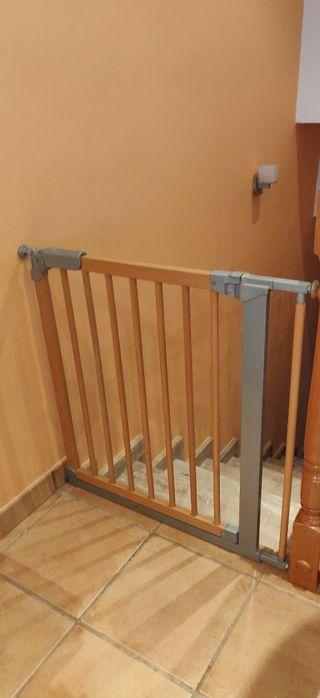 Barrera de seguridad de madera y metal