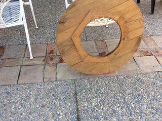 Tarima de madera para mesa redonda