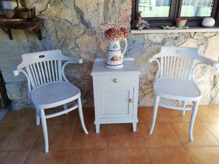 Mesita + sillas de madera