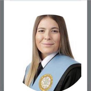 Profesora licenciada de inglés, alemán y frances
