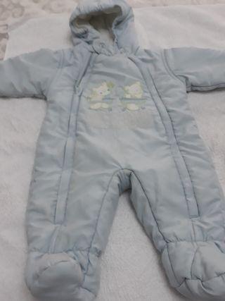 buzo de bebé en azul cielo, talla 3 meses aprox.