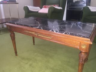 Mesa auxiliar de madera y mármol