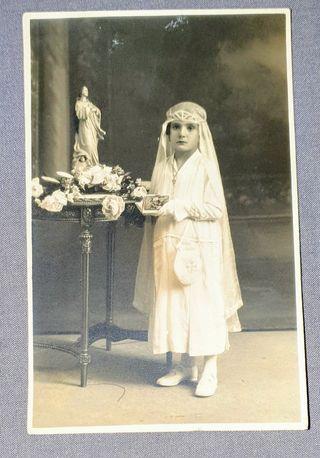 Foto Postal de los años 20, Niña vestida comunión