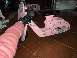 Vespa de niña rosa con sillín movible