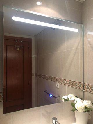 Espejo con bluetooth integrado y altavoces