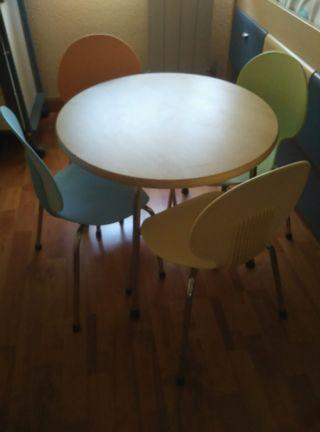 mesita con 4 sillas