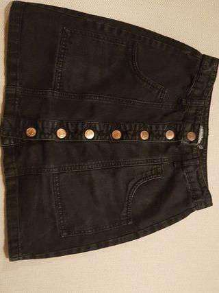 Falda vaquera negra con botones metálicos talla 34