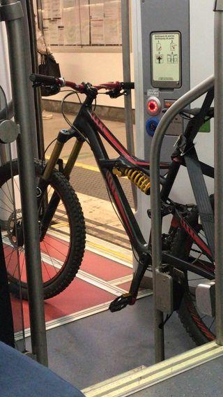 bici de enduro va de lujo